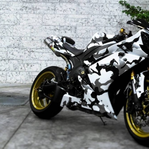 r1 in white gloss and camo design matte metallic color arlon sott avery kpmf grafityp premiumshield paint protection 3dcarbon idymonas car wrapping window films (1)