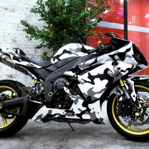 r1 in white gloss and camo design matte metallic color arlon sott avery kpmf grafityp premiumshield paint protection 3dcarbon idymonas car wrapping window films (2)