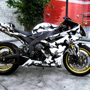 r1 in white gloss and camo design matte metallic color arlon sott avery kpmf grafityp premiumshield paint protection 3dcarbon idymonas car wrapping window films (3)