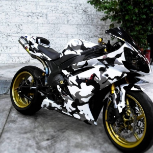 r1 in white gloss and camo design matte metallic color arlon sott avery kpmf grafityp premiumshield paint protection 3dcarbon idymonas car wrapping window films (4)