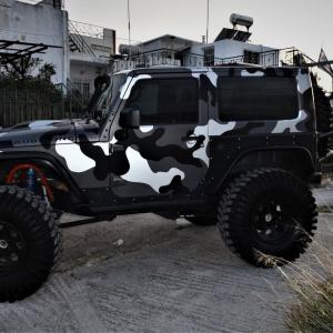 Jeep in camo design (1)